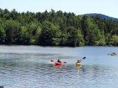 Kayakers return to shore — Stockfoto