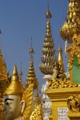 Golden spires of stupas — Stock Photo