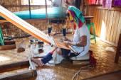 Long necked Kayan Padaung woman weaving — Stock Photo