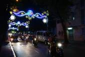 Motor scooters and  lights for  Tet Lunar New Year — Stock Photo