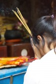 Visitors light incense and pray — Stock Photo
