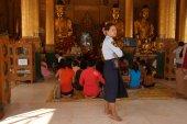 Daily life  Shwedagon Pagoda — Stock Photo