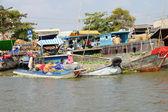 Vendors sell at Cai Rang floating market — Stock Photo