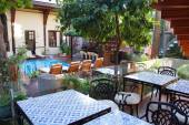 Courtyard, pool and dining area — Stock Photo