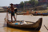 Fisherman casting   net — Stock Photo