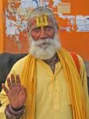Hindu Sadhu gives blessings — Stock Photo