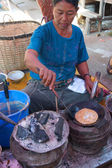 Shan woman makes flat breads — Stock Photo