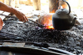 Heating iron in a charcoal fire — Stock Photo