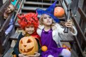 Niños en halloween — Foto de Stock