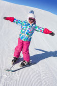 Little girl skiing — Stock Photo