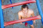 Male athlete on bar — Stockfoto