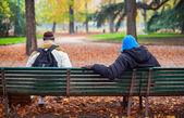 Two people sitting on the bench — Стоковое фото