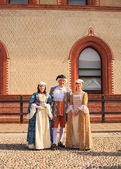 People in eighteenth century clothes — Stockfoto