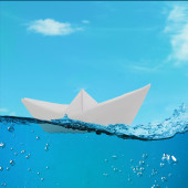 Origami boat floating in the water — Fotografia Stock