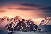 Beautiful snow-capped mountains — Stock Photo