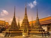 Wat Phra Chetupon Vimolmangklararm — Stock Photo