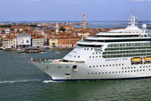 Venice, cruise ship — Stock Photo