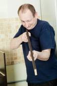 Craftsman kitchen carpenter at kitchen cabinet installation serv — Stock Photo