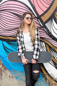 Beautiful woman Skateboarder — Stockfoto