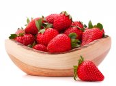 Strawberries in wooden bowl — Stock Photo