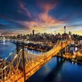 New York City - amazing sunset over manhattan with Queensboro bridge — Stock Photo