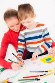 Mother teaching her little boy to draw — Stock Photo