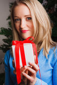 Portrait of woman holding white gift — Stock Photo