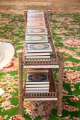 Books in Sheikh Zayed mosque — Stock Photo