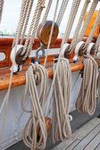Oude scheepsvoorraden masten — Stockfoto