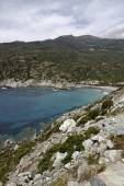 Marine de Giottani, Cap Corse, gravel beach at the west coast with a little harbor and the small hotel, Corsica, FranceMarine de Giottani, Cap Corse, gravel beach at the west coast with a little harbo — Stock Photo