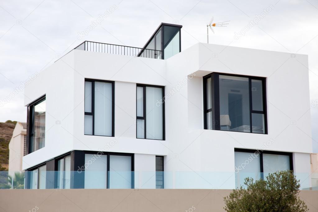 Esterno della casa bianca moderna foto stock for Casa moderna bianca