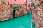 Canal and old houses in Venice, Italy. — Stock Photo