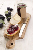 Plum jam on half a bun — Stockfoto