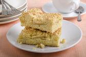 Freshly baked apple crumble cake — Stock Photo