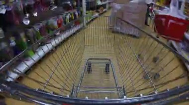 Moving cart in a supermarket — 图库视频影像