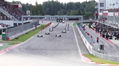 The warm up lap of Formula Renault 2.0  in Moscow Raceway — Stockvideo