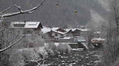 Cityscape of skiing resort Mayrhofen, Austria — Stock Video