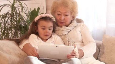 Grandmother and granddaughter using Tablet PC — Stock Video