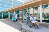 Medical Team With Patients On Wheelchairs At Hospital Courtyard — Foto Stock