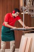 Carpenter Using Bandsaw To Cut Wooden Plank — Foto de Stock