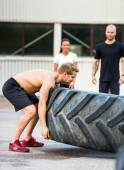 Athlete Flippng Tractor Tire — Zdjęcie stockowe
