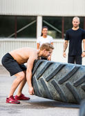 Athlete Flippng Tractor Tire — ストック写真