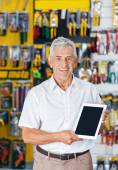 Man Displaying Digital Tablet In Hardware Store — Stock Photo
