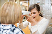 Optometrist Measuring Pupilary Distance — Foto Stock