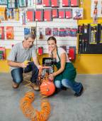 Saleswoman Assisting Customer In Using Air Compressor — Zdjęcie stockowe