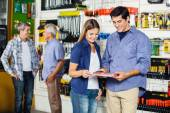 Couple Looking At Tool Set In Hardware Store — Stock Photo