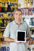 Man Displaying Digital Tablet In Hardware Store — Foto Stock