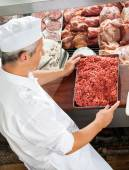 Butcher Holding Minced Meat At Display Cabinet — Foto de Stock