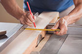 Cropped Image Of Carpenter Measuring Wood At Tablesaw — Stock Photo