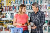 Couple Paying Pliers Through Smartphone In Hardware Store — Stockfoto